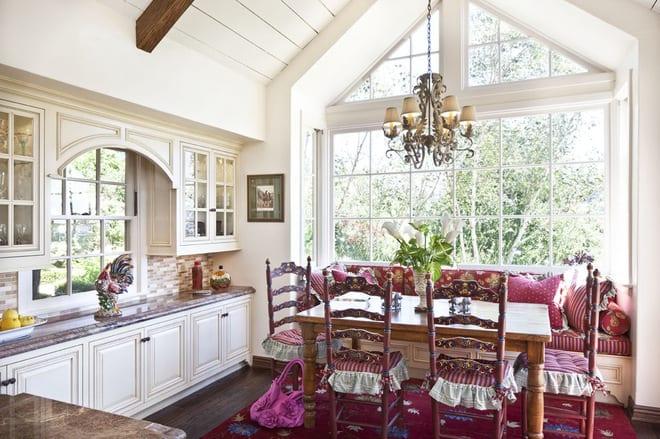 Люстра на кухне прованс