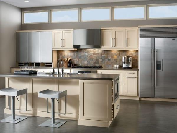 Кухня бежевая с серым