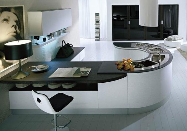 Высокотехнологичная кухня в стиле хай-тек