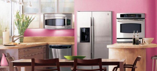 Розово персиковая кухня