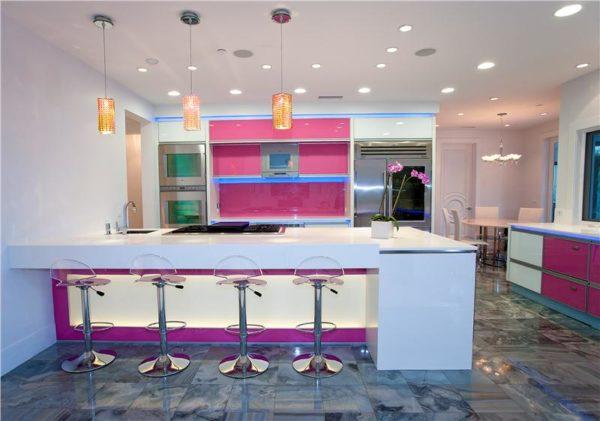 Розово-голубая кухня