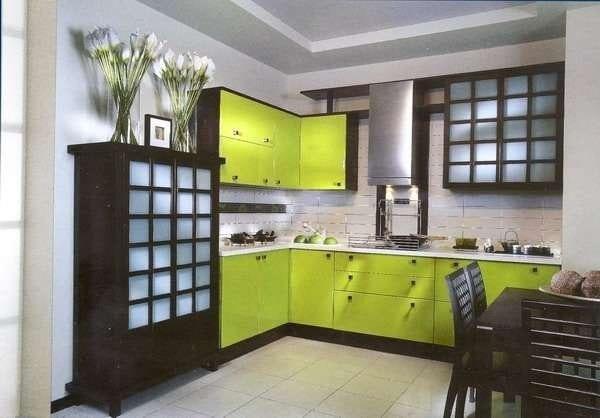 Салатовая кухня с венге
