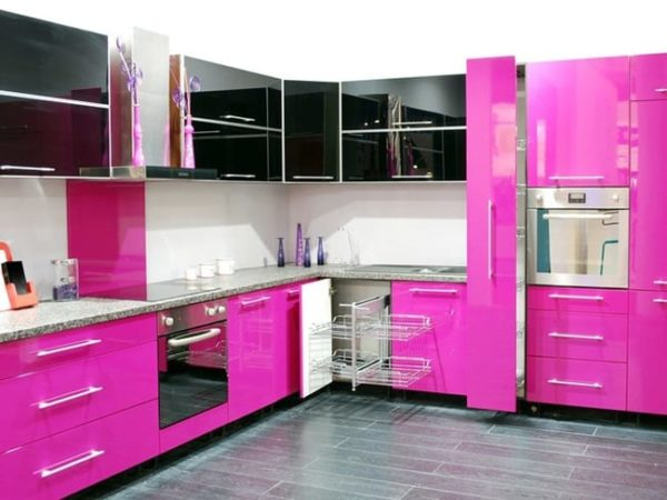 Черно-розовая кухня