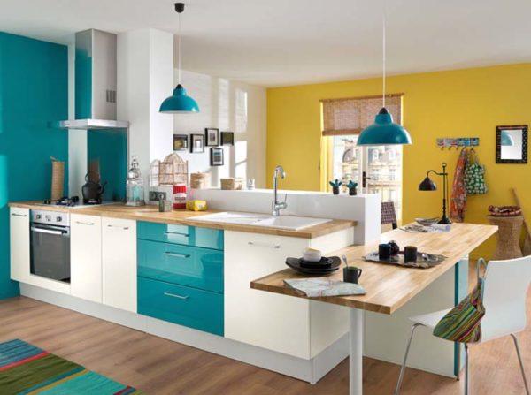 Желто-голубая кухня
