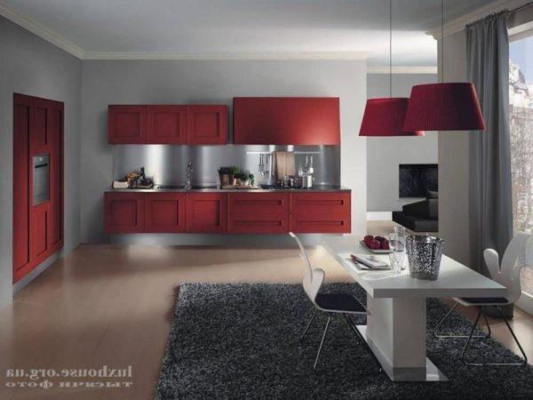 Красно-серая кухня