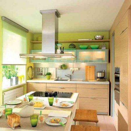 Плита размещается поближе к центру кухни, чтобы тот, кто готовит, видел все происходящее на ней
