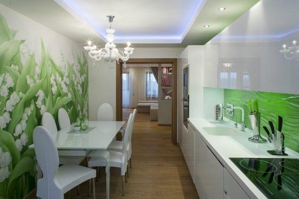 Белого цвета гарнитур и зеленые стены
