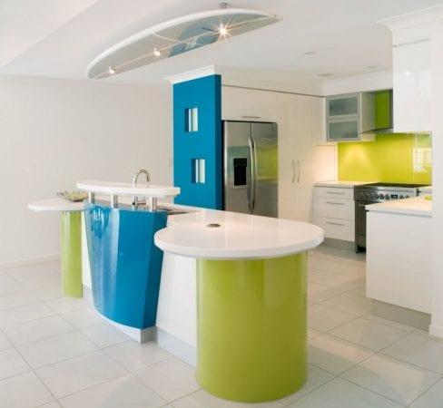 Кухня лаймового цвета в стиле модерн