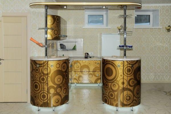 Оригинальный дизайн и вычурная форма мебельного гарнитура