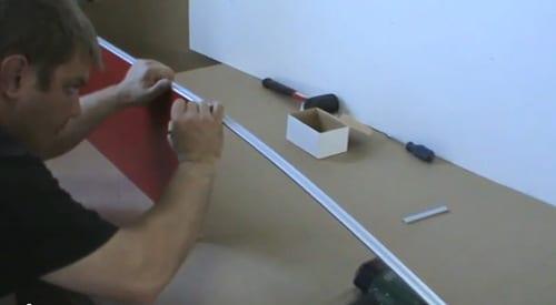 Отмеряем алюминиевый молдинг (профиль) нужного размера