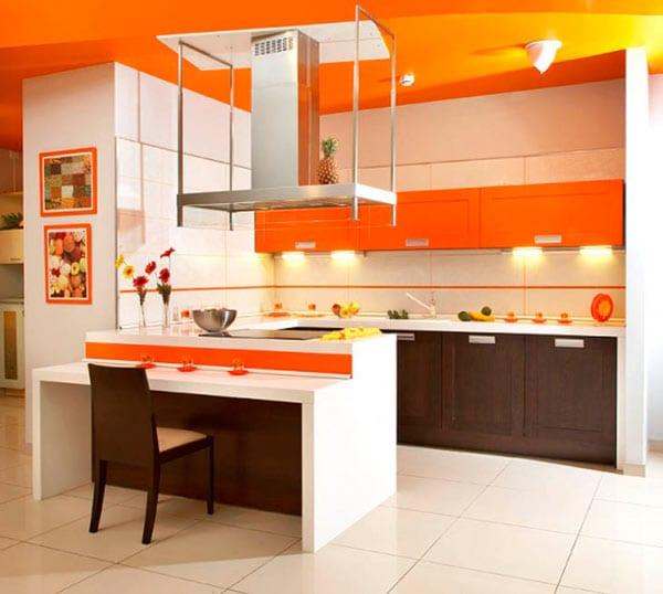 Оранжевый отлично сочетается с фактурой дерева