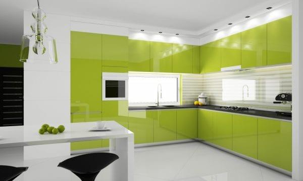 Зеленая мебель и белоснежный интерьер