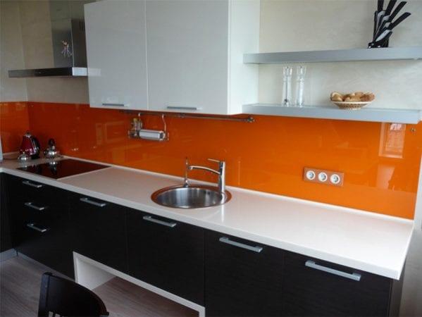 На фото – панели в оранжевой гамме.