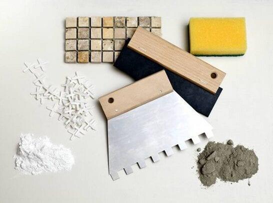 Инструменты для укладки мозаики.