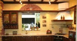 Какие бывают деревянные фасады для кухни и как за ними ухаживать
