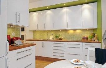 Что выбрать: фартук для белой кухни или белый кухонный фартук?