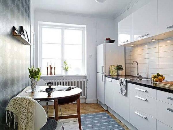 Пример оформления кухонного окна без занавесок