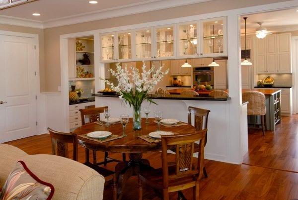 Интерьеры столовой и кухни