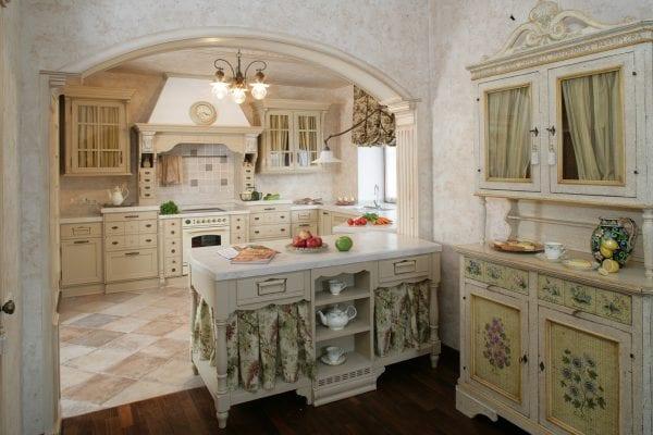 Кухня-столовая с аркой