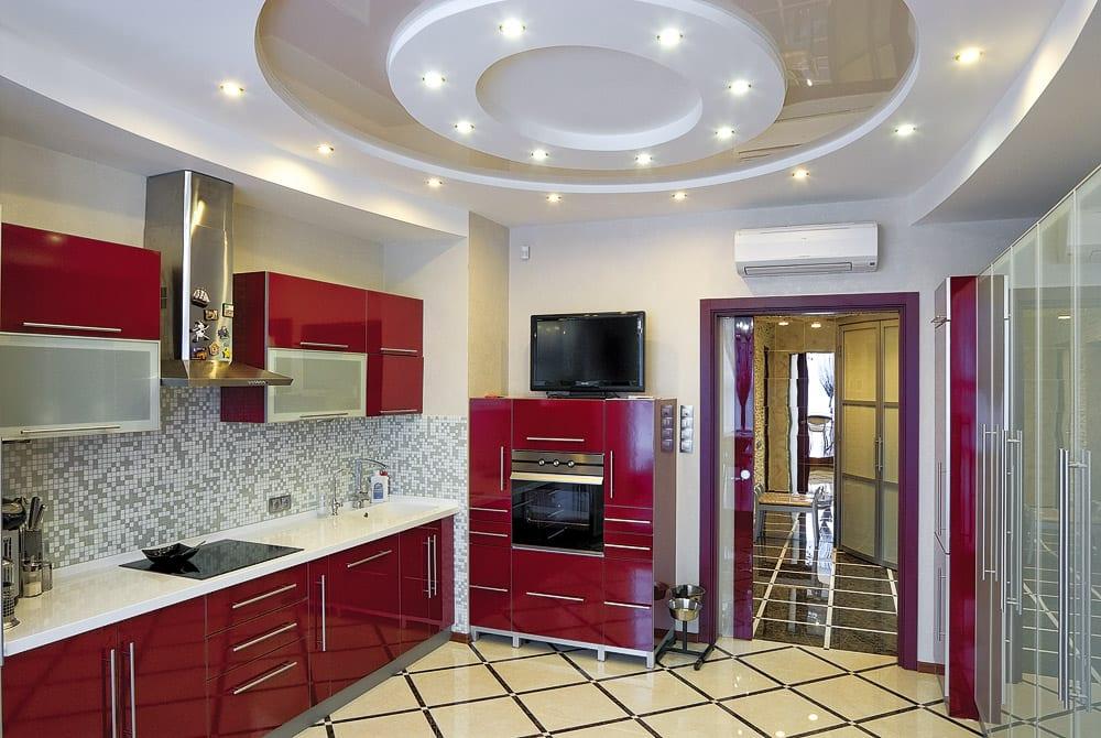 Дизайн кухни неправильной формы фото страна которой