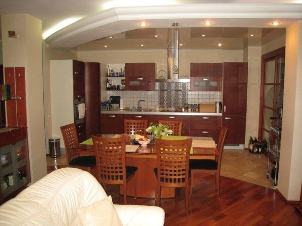 Кухня-столовая в частном доме