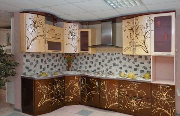 Кухня из МДФ, отделанная глянцевой пленкой