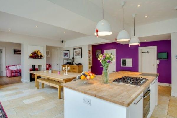 Планировка кухни-столовой, совмещенной с гостиной