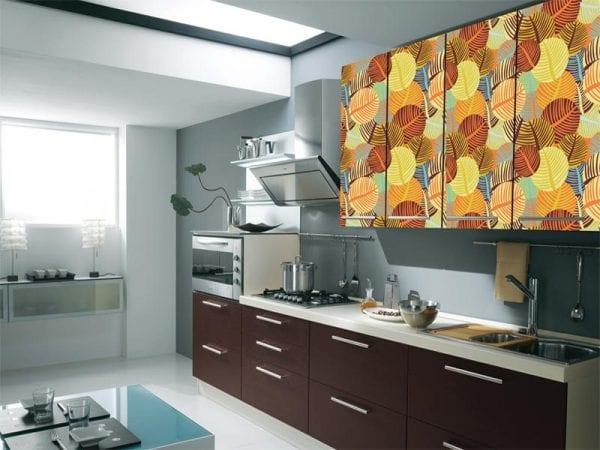 Кухонный шкаф, отделанный ПВХ-пленкой