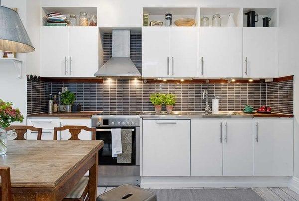 Кухня белого цвета в стиле контемпорари