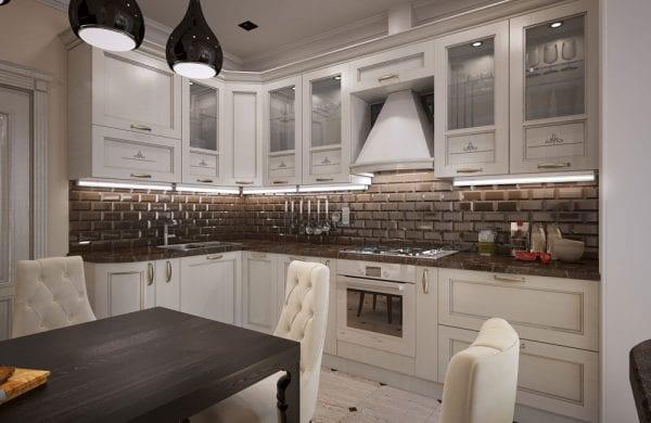 Белая неоклассическая кухня, совмещенная со столовой