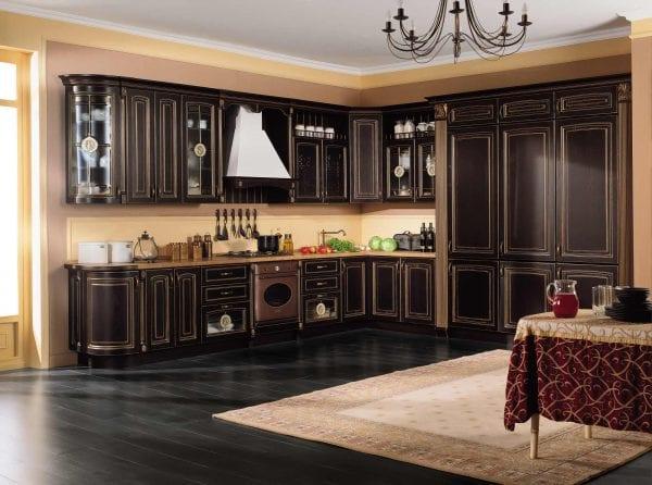 Темная классическая кухня