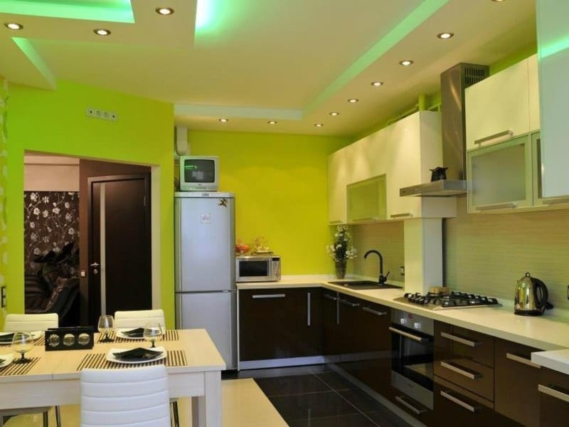 Какой потолок лучше сделать на кухне