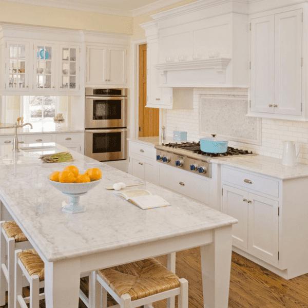 Кухонный остров со столом