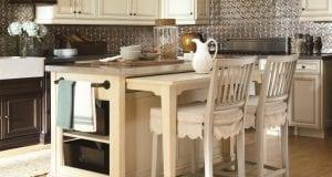 Кухонный остров с обеденным столом