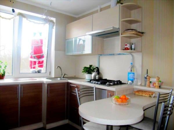 Кухни со стойкой угловые с окном