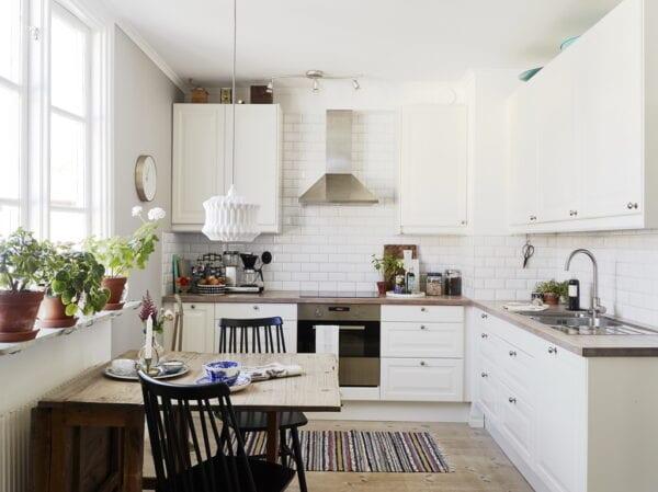 Небольшая кухня в скандинавском интерьере