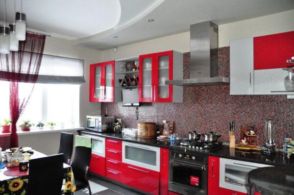 Обои на кухню под красный гарнитур фото