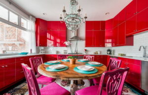 Дизайн интерьера красной кухни