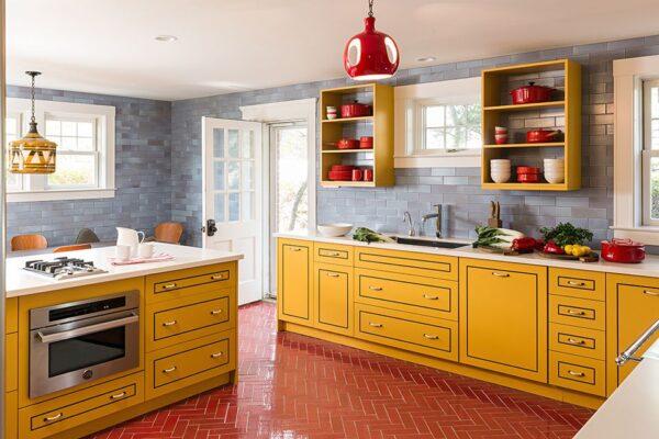 Красно желтая кухня