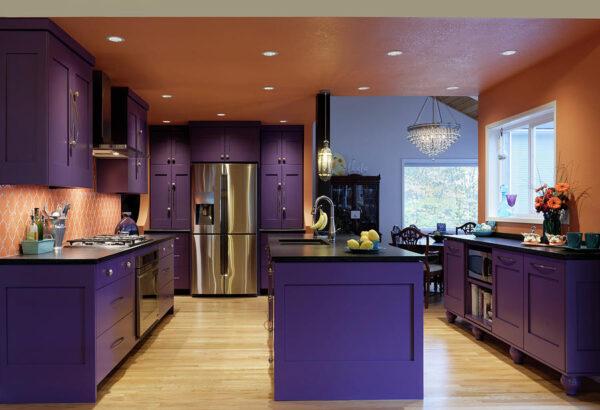 Интерьер кухни в фиолетовых тонах фото