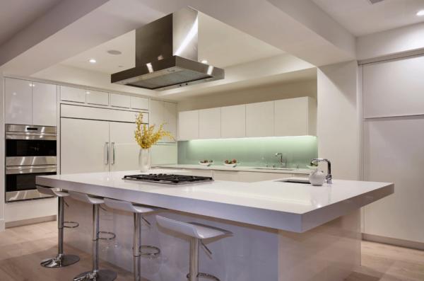 Кухонный остроров с мойкой и плитой