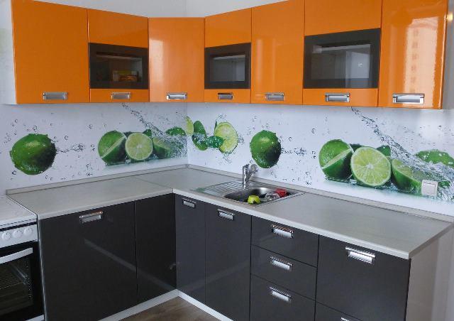 Пластиковые панели на фактуке кухни
